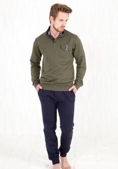 twisi Защитного цвета кофта + темно-синие брюки Twisi_Geraldo
